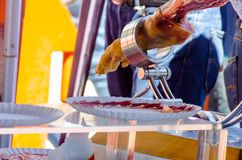 Le serrano de jamon de jambe s'est préparé au découpage en tranches, jambon espagnol traditionnel Image libre de droits