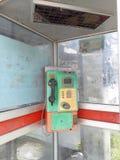 Le service téléphonique public actuel photos stock