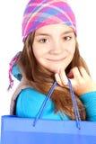 Le shooping påse för flickaholding över white fotografering för bildbyråer