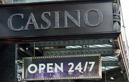 Le signe de casino ouvrent 24/7 Images libres de droits