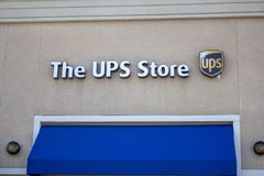 Le signe de magasin d'UPS image libre de droits