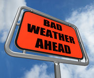 Le signe de mauvais temps en avant montre dangereux Image stock