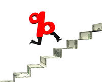 Le signe de pourcentage avec les jambes humaines fonctionnent sur des escaliers d'argent Photo libre de droits