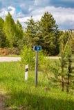 Le signe des kilomètres a voyagé, l'information pour des voyageurs en voiture image libre de droits