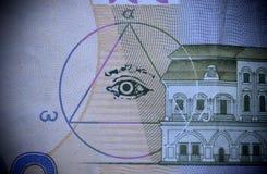 Le signe des maçons tout-voyant l'oeil sur l'argent photos libres de droits