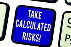 Le signe des textes montrant la prise a calculé des risques Risques conceptuels de photo pris après l'évaluation soigneuse du cla illustration stock