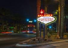 Le signe du centre de Las Vegas la nuit Photo libre de droits