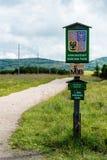 Le signe en bois informe du parc national de montagnes géantes Photos stock