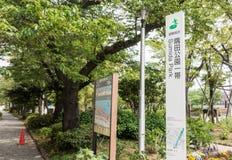 Le signe et la carte à l'entrée du parc de Sumida est région d'Asakusa Photo libre de droits