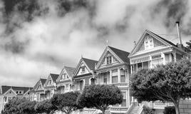 Le signore dipinte, una fila delle case vittoriane variopinte hanno individuato vicino Fotografie Stock