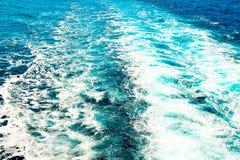 Le sillage derrière le bateau Photo stock