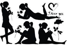 Le siluette della ragazza romantica con sono aumentato Fotografia Stock