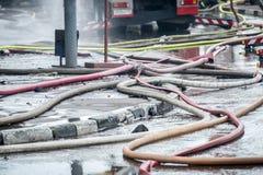 le siphon de Feu-prévention ou déclenchent une pièce en t et des tuyaux pour l'eau sont reliés après échange de tirs Images stock