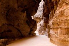 Le Siq - gorge antique dans PETRA Photo libre de droits
