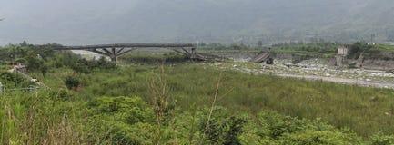 Le site de pont cassé par le tremblement de terre Photos libres de droits