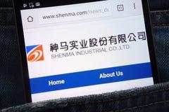Le site Web de Shenma montré sur le smartphone caché dans des jeans empochent photo stock