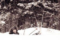 Le skieur dans une congère Photographie stock libre de droits