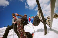 Le skieur ont un amusement en hautes montagnes Photo stock