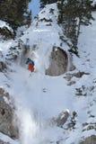 Le skieur saute dans des finales d'IFSA Freeskiing Photos stock