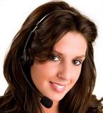 le slitage kvinna för härlig hörlurar med mikrofon Royaltyfri Foto