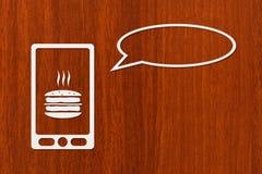 Le smartphone de papier avec l'hamburger sur l'écran et la parole bouillonnent Photo libre de droits