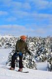Le Snowboarder abaisse la pente Photo libre de droits