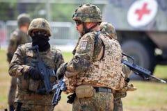 Le soldat allemand instruit des soldats images stock