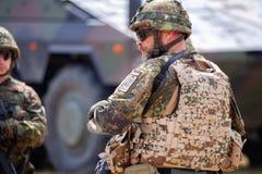 Le soldat allemand instruit des soldats images libres de droits