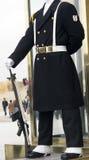 Le soldat dans le décalage de dispositif protecteur Photos libres de droits