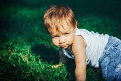 Le soleil brille dans les yeux de bébé Photographie stock libre de droits