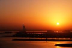 Le soleil chaud de matin à Dubaï photos stock