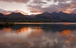 le soleil d'élévation de lac Images libres de droits