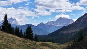 Le soleil d'été de montagnes de dolomites Photo stock