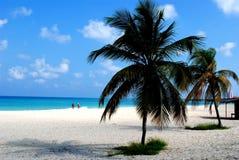 Le soleil d'Aruba a placé sur l'océan dans les Caraïbe Photo libre de droits