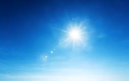 le soleil de ciel bleu Image libre de droits