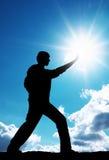 Le soleil de contact d'homme Image libre de droits