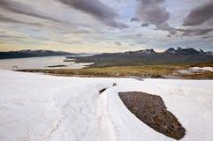 Le soleil de minuit en Laponie photographie stock libre de droits