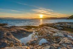 Le soleil de minuit près d'Alta, Norvège Images stock