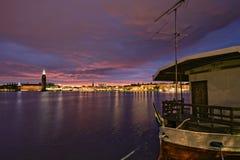 Le soleil de minuit sur Stockholm Image libre de droits