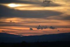 Le soleil de montagnes Images libres de droits