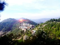 Le soleil de montagnes de collines de Margalla de coucher du soleil Photos stock