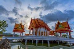 le soleil de phénomène naturel balance en cercle au-dessus de temple de Supa photographie stock libre de droits