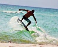 Le soleil de plage plaçant le surfer du Golfe du Mexique photographie stock libre de droits