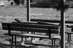 Le soleil en bois d'été de banc de jardin Photographie stock libre de droits