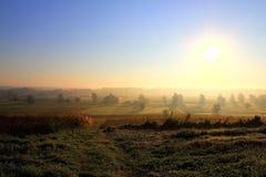 Le soleil et brume de matin Photos stock