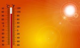 Le soleil et thermomètre très chauds Photographie stock libre de droits