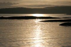 Le soleil inférieur de l'hiver Images libres de droits