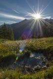 Le Soleil Levant dans les Alpes autrichiens photographie stock libre de droits