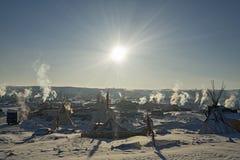 Le soleil lumineux au camp d'Oceti Sakowin pendant le début de la matinée, boule de canon, le Dakota du Nord, Etats-Unis, janvier Photos stock