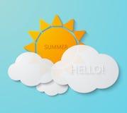 Le soleil moderne de vecteur avec le fond de nuages Photo stock